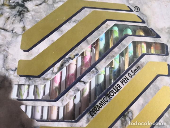 Bolígrafos antiguos: Caja de 12 MICRO CERAMIC PEN BOLIGRAFO SERIE FLORAL CERAMICA tonos PASTEL. Faince 0,5 COREA 80 - Foto 4 - 161899406