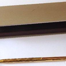 Bolígrafos antiguos: BOLIGRAFO S.T. DUPONT DE PARIS, PLATA 925.CHAPADO ORO.LACADO BURDEOS EN CLIP. CON ESTUCHE. PUNZONADO. Lote 171607002