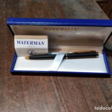 Bolígrafos antiguos: BOLÍGRAFO WATERMAN, NEGRO Y DORADO MODELO 1998, CAJA ORIGINAL. Lote 172686225