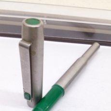 Bolígrafos antiguos: BOLÍGRAFO PARKER CUERPO ACERO. Lote 182958920