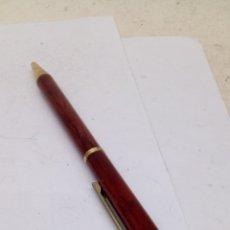 Bolígrafos antiguos: BOLÍGRAFO CUERPO DE MADERA. Lote 182964111