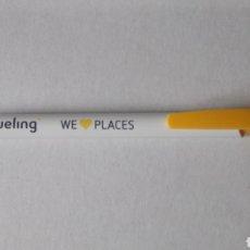 Bolígrafos antiguos: BOLÍGRAFO DE VUELING. WE LOVE PLACES.. Lote 183251458