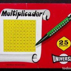 Bolígrafos antiguos: ANTIGUA CAJA EXPOSITORA CON 12 BOLÍGRAFOS MULTIPLICADOR UNIVERSAL. NUEVA. EN SU CAJA ORIGINAL.. Lote 197342543