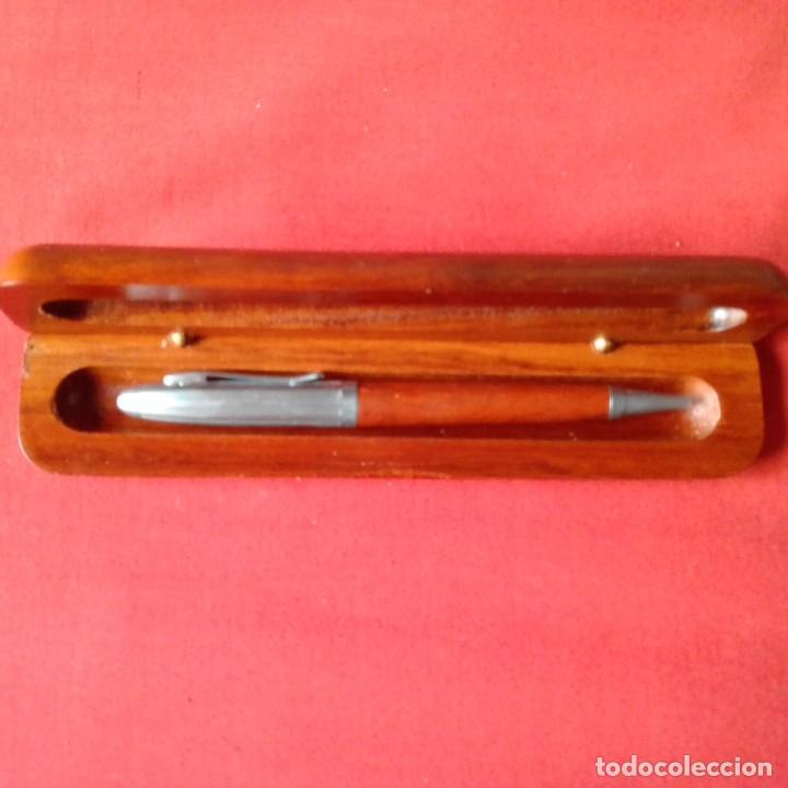Bolígrafos antiguos: BOLIGRAFO PLATEADO Y MADERA EN ESTUCHE MADERA - Foto 2 - 203916360