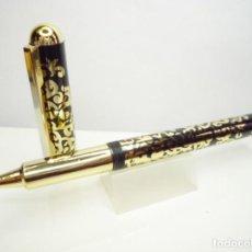Bolígrafos antiguos: METRO CERAMIC PEN BOLIGRAFO ROLLER FANTASIA FLORAL DORADA FONDO NEGRO. TAIWAN 80'S. Lote 210249415