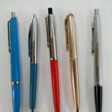 Bolígrafos antiguos: LOTE 5 BOLÍGRAFOS (CARGA SIN TINTA, MECANISMO BIEN). Lote 220280286