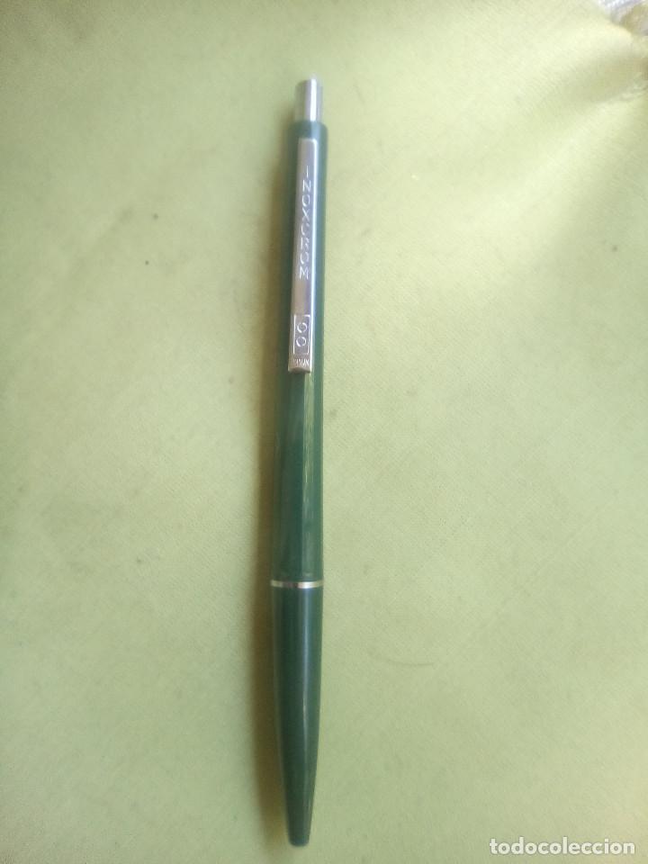Bolígrafos antiguos: Bolígrafo Inoxcrom color verde oscuro con publicidad. - Foto 3 - 226106780