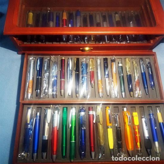 Bolígrafos antiguos: Colección de 50 BOLIGRAFOS diferentes.Totalmente nuevos, a estrenar, con mueble expositor-vitrina, - Foto 2 - 243192305