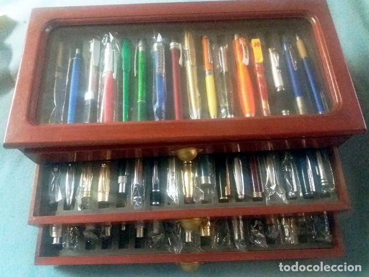 Bolígrafos antiguos: Colección de 50 BOLIGRAFOS diferentes.Totalmente nuevos, a estrenar, con mueble expositor-vitrina, - Foto 4 - 243192305