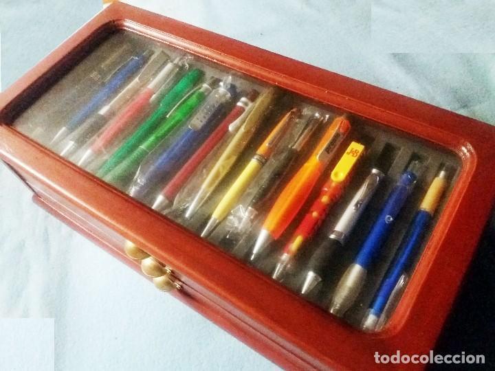 Bolígrafos antiguos: Colección de 50 BOLIGRAFOS diferentes.Totalmente nuevos, a estrenar, con mueble expositor-vitrina, - Foto 5 - 243192305