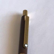 Bolígrafos antiguos: BOLÍGRAFO MONTBLANC SLIMLINE MARRÓN OSCURO CON SU CARGA. Lote 249303590