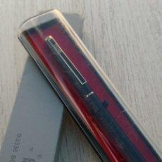 Bolígrafos antiguos: BOLÍGRAFO VINTAGE CON CAJA PLÁSTICA METAL NEGRO Y DORADO MARCA ARTES. Lote 257529555
