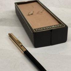 Bolígrafos antiguos: BOLÍGRAFO PAPER MATE CUERPO LACADO NEGRO. Lote 295437628
