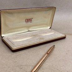 Bolígrafos antiguos: BOLÍGRAFO CROSS CUERPO DORADO 14K ROLLED GOLD. Lote 295504298