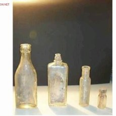 Botellas antiguas: LOTE DE 4 BOTELLITAS DIFERENTES. Lote 1820973