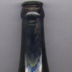 Botellas antiguas: BOTELLA DE CERVEZA - EL LEON - SAN SEBASTIAN (GIPUZKOA) AÑOS 30-40 - RESTOS DE ETIQUETA. Lote 26330103