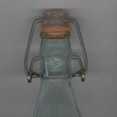 Botellas antiguas: BOTELLA GASEOSA ******* KONGA ******* 1 LITRO - CON TAPON. Lote 23808630