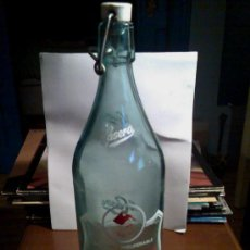 Botellas antiguas: BOTELLA GASEOSA LA CASERA CON LA CASITA EN TAPA--OFERTA ESPECIAL DE 12 CON SU CAJA--. Lote 26762118