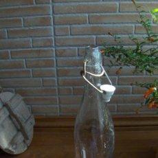 Botellas antiguas: ANTIGUA BOTELLA CON TAPON MECANICO. SIN REFERENCIAS.. Lote 21197365