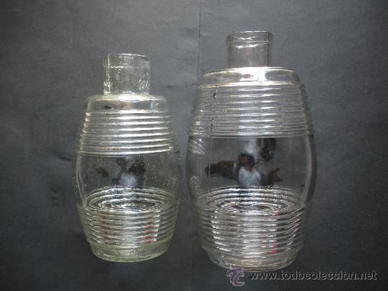 DOS ANTIGUOS BOTES DE ACEITUNAS CARBONELL, 25 Y 23 CM. DE ALTURA, CRISTAL PRENSADO (Coleccionismo - Botellas y Bebidas - Botellas Antiguas)