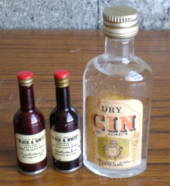 TRES BOTELLAS DE LICOR (Coleccionismo - Botellas y Bebidas - Botellas Antiguas)