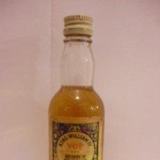 Botellas antiguas: BOTELLIN DE WHISKY KING WILLIAM IV.JOHN GILLON & CO.LTD.. Lote 12874972
