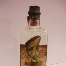 Botellas antiguas: BOTELLIN DE GINEBRA SECA GREEN FISH.DESTILADORES DIEGO ZAMORA CONESA & CIA.. Lote 13161670