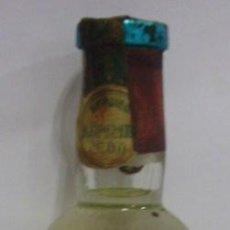 Botellas antiguas: BOTELLIN DE LICOR SKAUES KUMMEL. DESTILERIAS RAWOFSKY & KNOFF. ELABORADO PARA DESTILERIA MOLLFULLEDA. Lote 14224963
