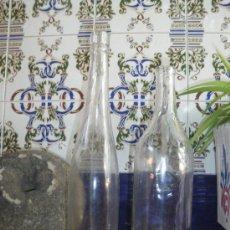 Botellas antiguas: 2 BOTELLAS ANTIGUAS PARA DECORACION.. Lote 21197373