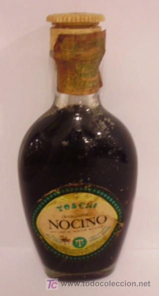 BOTELLIN DE LICOR NOCINO A BASE DE NUECES TOSCHI. DESTILERIAS TOSCHI & Cª. VIGNOLA, MODENA. ITALIA. (Coleccionismo - Botellas y Bebidas - Botellas Antiguas)