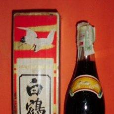 Botellas antiguas: BOTELLA DE LICOR JAPONÉS SAKE HAKUTSURU. DESTILERIAS HAKUTSURU SAKE BREW LTD. KOBE, JAPON.. Lote 14395264