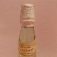 Botellas antiguas: BOTELLIN DE VINO ALHAMBRA. BODEGAS MARQUES DEL REAL TESORO. JEREZ DE LA FRA. CÁDIZ.. Lote 14442189