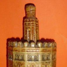 Botellas antiguas: BOTELLA DE ANIS TORRE DEL ORO. DESTILERIAS CAZALLA. JOSE CALVO.. Lote 25914226