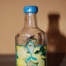Botellas antiguas: BOTELLÍN DE GINEBRA CON LIMÓN - GREEN FISH (LIMON GIN). Lote 26395602