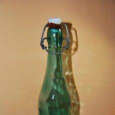 Botellas antiguas: BOTELLA DE AGUA OXIGENADA FORET - CRISTAL VERDE - TAPÓN PORCELANA. Lote 26627212