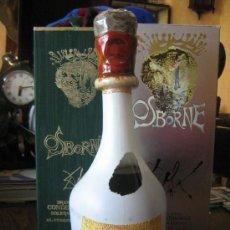 Botellas antiguas: BOTELLA LLENA DE OSBORNE DISEÑO DE SALVADOR DALI CON SU FIRMA Y SUS DOS CAJAS MIREN FOTOS. Lote 25650122