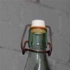 Botellas antiguas: BOTELLA DE GASEOSA LA ESMERALDA DE FUENTE SAUCO. Lote 27117728