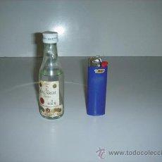 Botellas antiguas: BOTELLIN DE RON BACARDI SUPERIOR. Lote 26749079