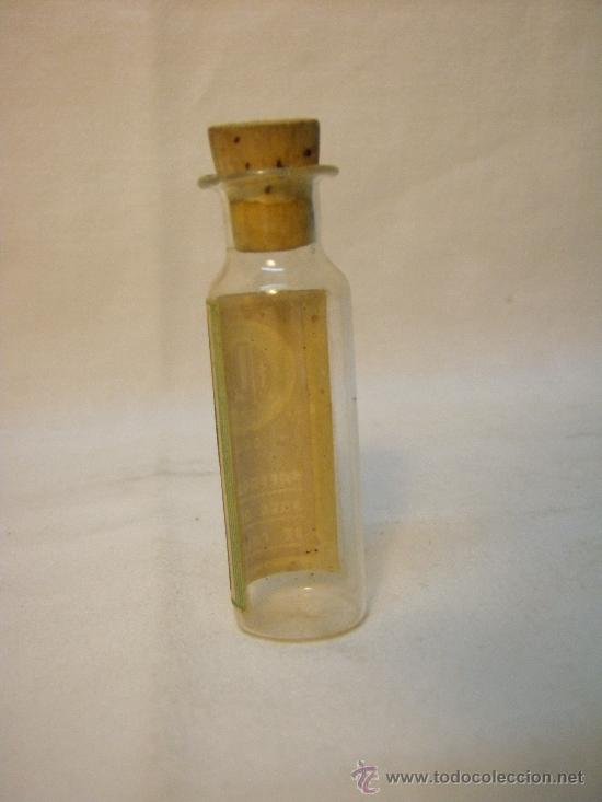 Botellas antiguas: FRASQUITO ORO (PREPARADO PARA AGUAS DE COLONIA) AÑOS 50 - Foto 2 - 27391181