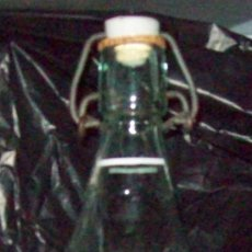 Botellas antiguas: BOTELLA DE GASEOSA LA FLOR DE VALENCIA , CON TAPON DE BAQUELITA. Lote 25602822