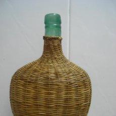 Botellas antiguas: BOTELLA FORRADA DE MIMBRE. Lote 24926872