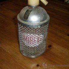 Botellas antiguas: SIFON MIRET CON REJILLA PROTECTORA. Lote 27349251