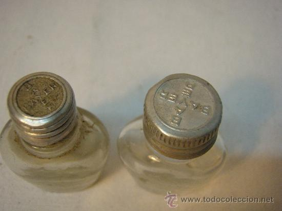 Botellas antiguas: PAR DE FRASQUITOS BAYER ANTIGUOS - Foto 2 - 27504774