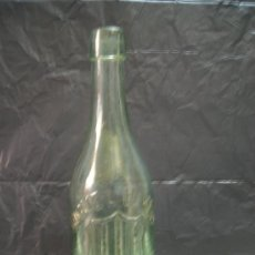 Botellas antiguas: ANTIGUA BOTELLA MIGUEL VIVES DE SAGUNTO CON ESCUDO Y LETRAS EN RELIEVE. Lote 26192081