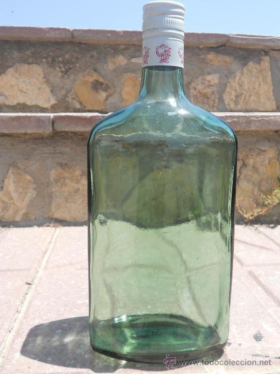 ANTIGUA BOTELLA VERDE CLARO. 1 LITRO - EN EL TAPON LLEVA UN NIÑO DIBUJADO Y LA LETRA K. (Coleccionismo - Botellas y Bebidas - Botellas Antiguas)