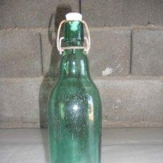 Botellas antiguas: ANTIGUA BOTELLA COLOR VERDE. EN RELIEVE PONE RUOMS. DE 1 LITRO.. Lote 27134546