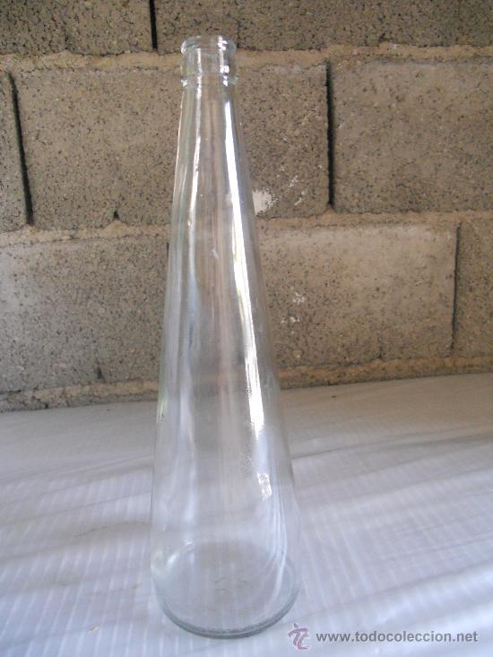 ANTIGUA BOTELLA DE CRISTAL TRANSPARENTE DE 1 LITRO. LEER. (Coleccionismo - Botellas y Bebidas - Botellas Antiguas)