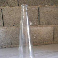 Botellas antiguas: ANTIGUA BOTELLA DE CRISTAL TRANSPARENTE DE 1 LITRO. LEER.. Lote 27134746