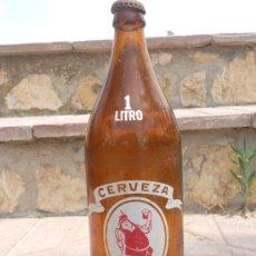 Botellas antiguas: BONITA Y ANTIGUA BOTELLA DE CERVEZA CRUZ CAMPO SERIGRAFIADA. 1 LITRO.. Lote 27427878