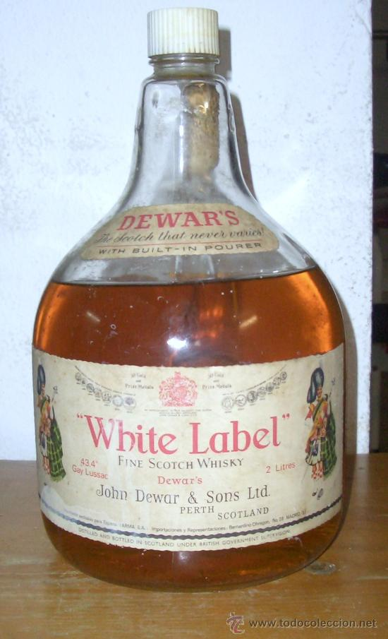 BOTELLA GRANDE DE WHISKY WHITE LABEL ANTIGUA 2 LITROS